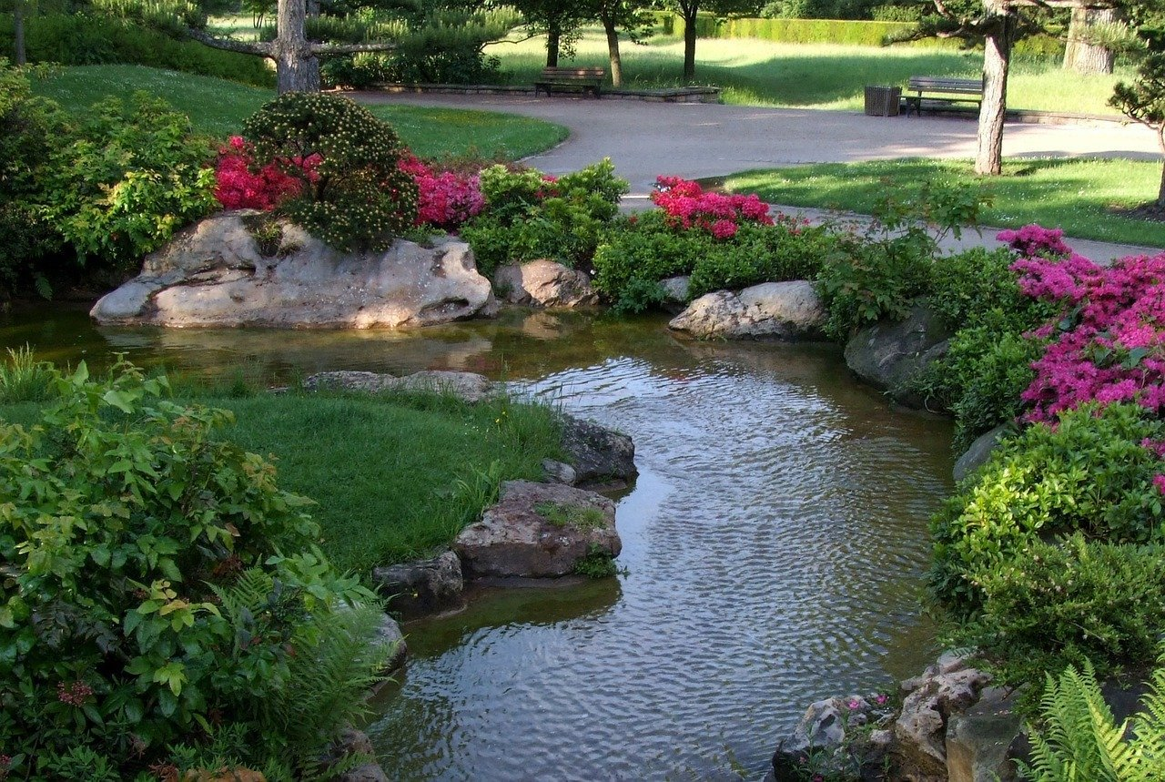 landscaping-irrigation-ideas-with-rocks